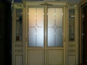 Классический шкаф купе массив с фацетными зеркалами и гравировкой Королёв