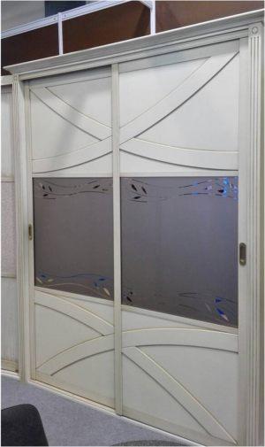 Классический шкаф купе с эксклюзивным декором Королёв