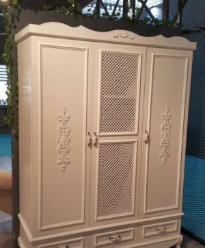 Распашные двери с декоративными накладками Королёв